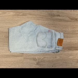 Light washed Levis jeans from Aritzia